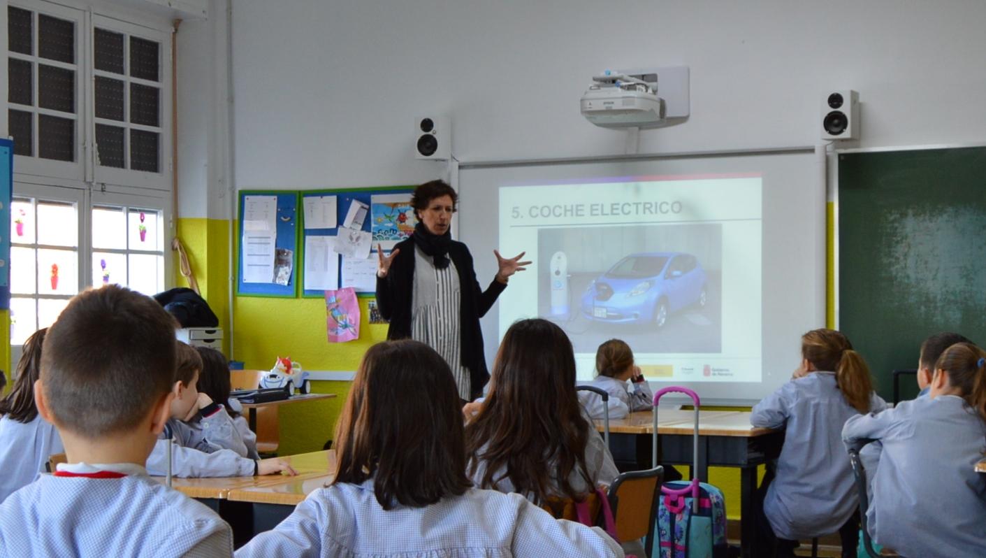 Promocionando las vocaciones científicas en las niñas y jóvenes (2017).