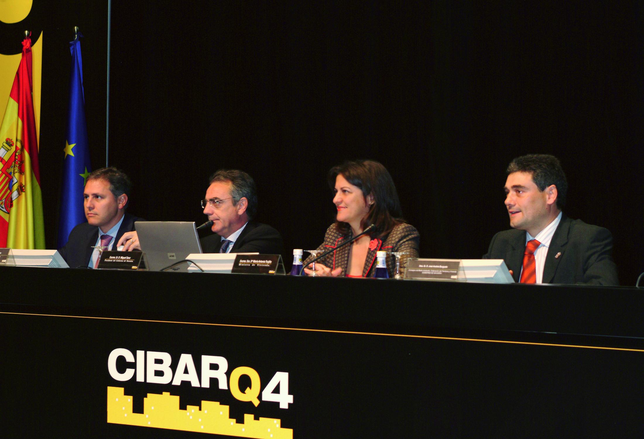 Inauguración de del Congreso de Arquitectura, Ciudad y Energía con presencia de la ministra Mª Antonia Trujillo (2004).