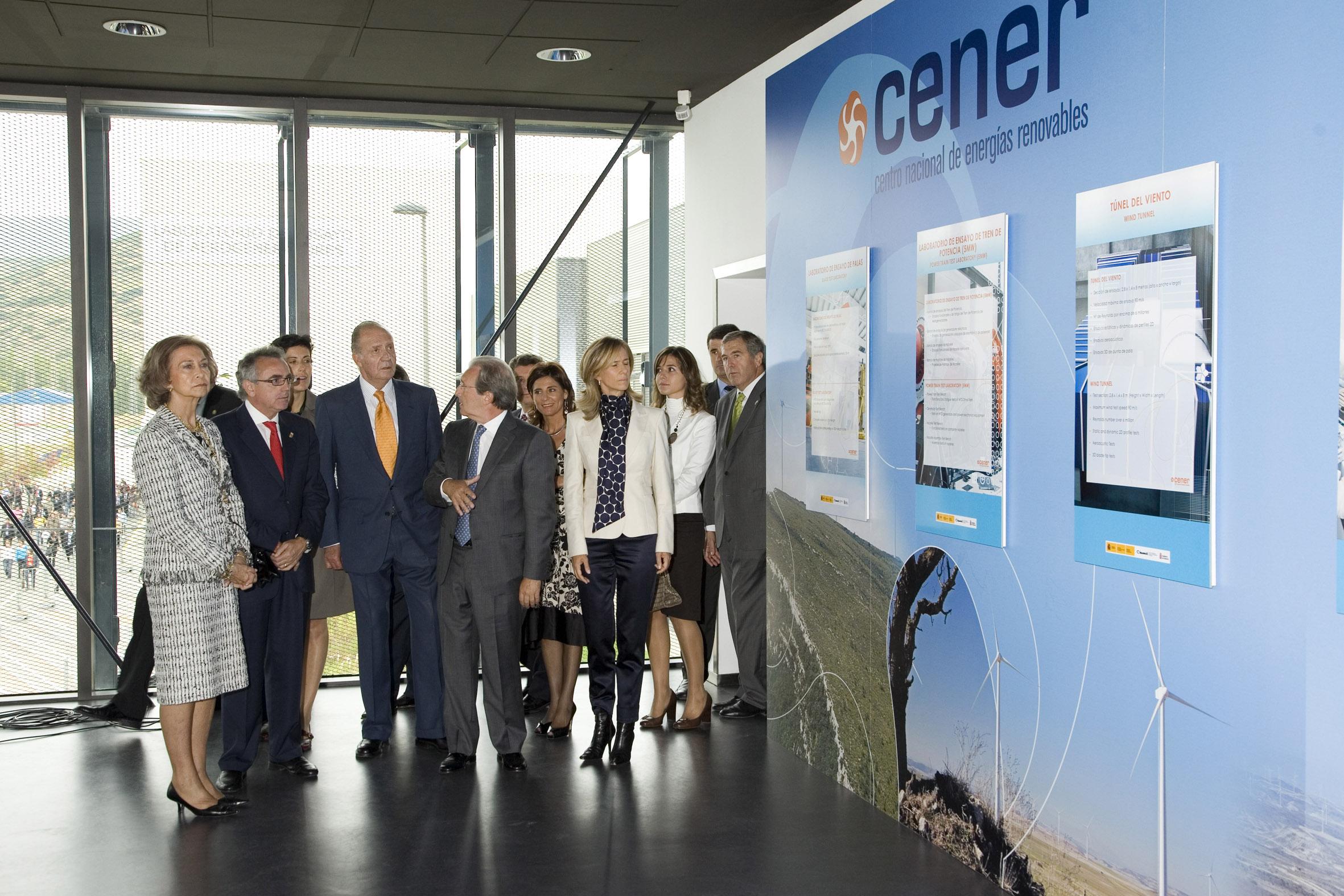 Los Reyes de España inauguran el Laboratorio de Ensayo de Aerogeneradores (2008).